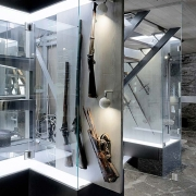 Relvakamber vaade vitriinile / Armory showcases views