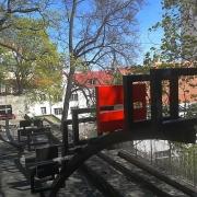 Monument Taani lipule. Taani Kuninga Aed, Tallinna Vanalinn.autorid: Liina Stratskas, Mari Rass / Monument to the Danish flag. The Danish King's Garden, Tallinn Old Town, authors Liina Stratskas, Mari Rass