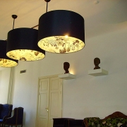 privaat-klubi laevalgustid Tallinna Vanalinnas. autor Pille Tael / Ceiling lights of a private club in Tallinn Old Town. Author Pille Tael