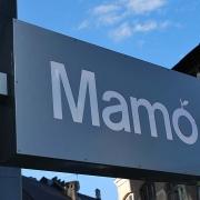 "valgus-reklaam kohvik""Mamo"" Tallinnas Tornimäe kõrghoone / Lit sign for cafe Mamo in Tornimäe high-rise building in Tallinn"
